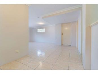 Spacious Townhouse in Excellent Location   1 WEEK FREE RENT  WITH A 12 MONTH LEASE