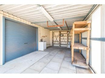 ***MAN CAVE***PLUS INCREDIBLE OUTDOOR LIVING AREA***