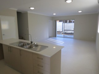 Small complex of Mandurah Townhouses 3x2 Beautiful home