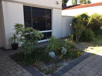 IDEALLY LOCATED CLOSE TO CAROUSEL AND THE CITY
