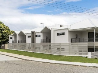 Neat complex of 8 units - be quick to secure!