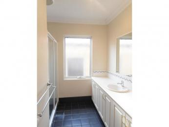 Great Townhouse..Great Location