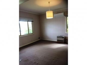 RENOVATED, CLOSE TO TOWN AND BUNBURY FORUM - PETS CONSIDERED