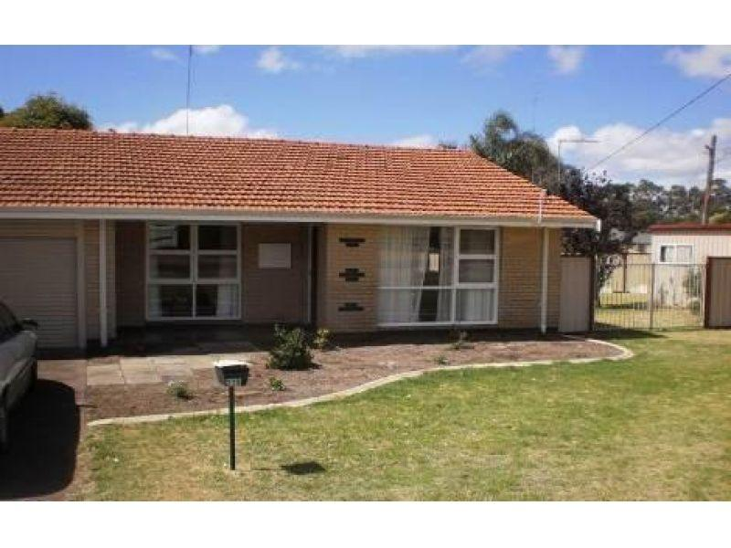 VERY TIDY DUPLEX WITH WHITE GOODS AND REAR ACCESS - PETS CONSIDERED
