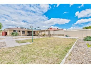 QUIET & SPACIOUS with DUCTED AIR CONDITIONING!***PET FRIENDLY***