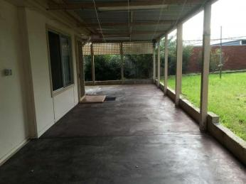 Neat 3 x 1 walking distance to the primary school - Small pets considered