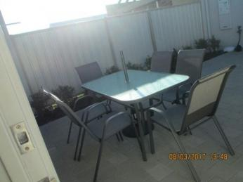 FULLY FURNISHED UNIT CLOSE TO TREENDALE SHOPPING CENTRE