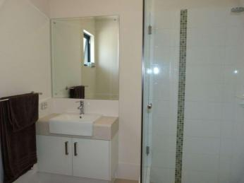 Beautiful Apartment, beaut Location!!! BONUS 2 WEEKS FREE WITH 12 MONTH LEASE