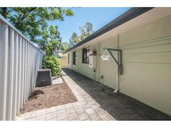 COOL COMFY PRIVATE OASIS AWAITS!  **Disability Friendly**