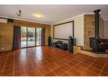 Delightfully Spacious Home!! Cinema and Solar Panels