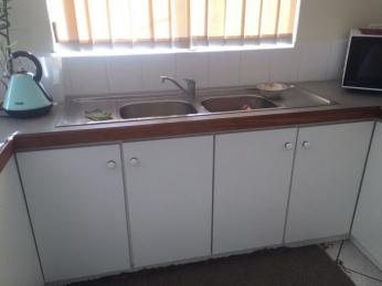 Tidy 3 Bed Unit Close To The Beach