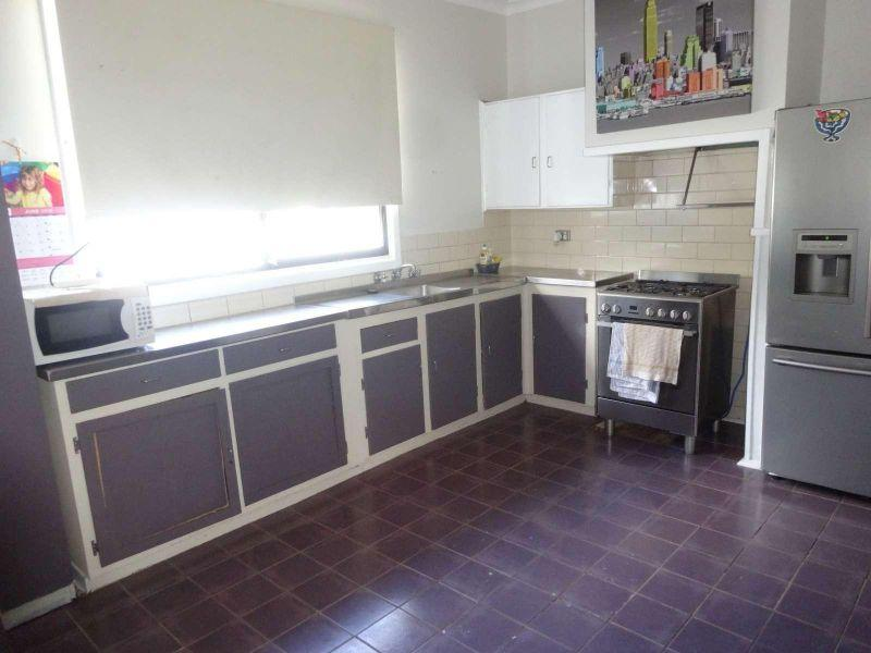 3 x 1 - Neatly presented property. Air Condtioner, Shed and  Pets considered