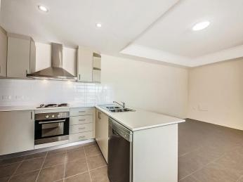 View profile: 1ST FLOOR APARTMENT IN THE HEART OF ELLENBROOK