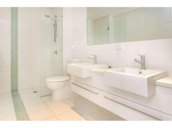 ***2 WEEKS RENT FREE*** Modern executive apartment with 2 PARKING BAYS and STORAGE