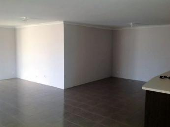 Fabulous, modern property that ticks all the boxes! BONUS 1 WEEK FREE