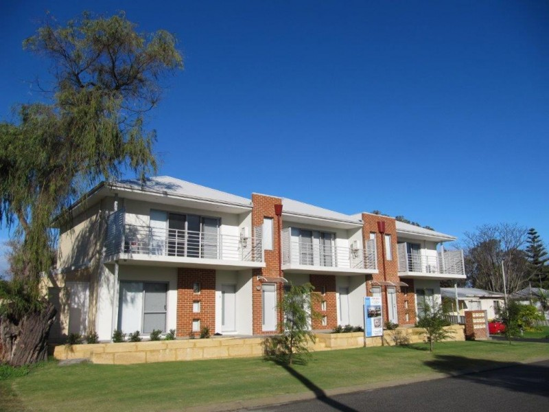 Central Mandurah - easy reach of all amenities