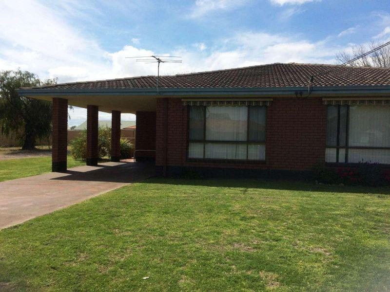 East Bunbury - Great Location - Pets Considered - Lawnmowing Included