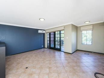 COOL & SPACIOUS PARKSIDE CITY LIVING!!
