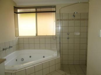QUALITY  HOME WITH SPA BATH