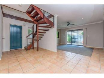 Lovely Cottage Style Townhouse  1WEEK RENT FREE WITH A 12 MONTH LEASE.