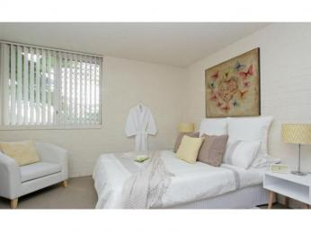 Great Little Unit in Fab Location! ***UNDER APPLICATION***