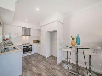 SOPHISTICATED APARTMENT LIVING IN PRIME LOCATION!